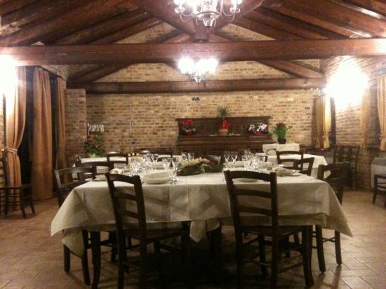 Chieri, Ιταλία: uno scorcio della sala al piano superiore
