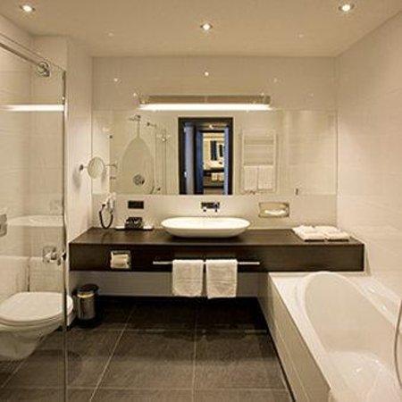 Van der Valk Hotel Brugge-Oostkamp: Bathroom