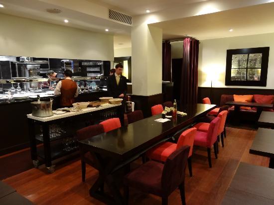 Tr s belle entr e photo de restaurant h l ne darroze for Restaurant la salle a manger paris