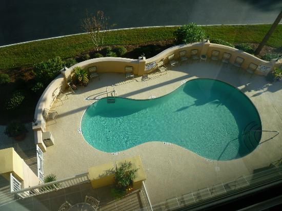 SpringHill Suites Charleston Downtown/Riverview: Heated Pool