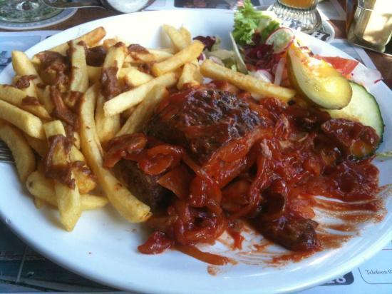 De Ballentent: Piatto tipico: patatine, polpette fatte in casa