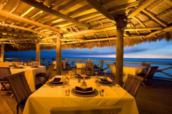 โรงแรมลาส นูเบส เด โฮลบ็อกซ์: Dining