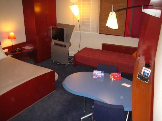 Novotel Suites Clermont Ferrand Polydome : Wesentlich kleinere Zimmer als Accor Suite Novotel Standart (Zimmer 617). (Vergleich z.B. Berlin