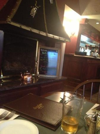 Dundee Arms Inn Restaurant and Pub: Hearth & Cricket Pub