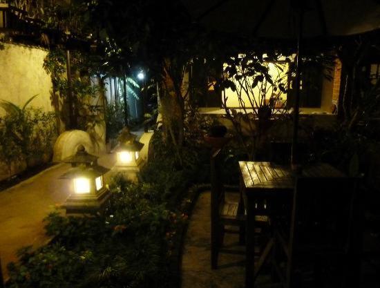 Huanpingphu: Garden, entrance