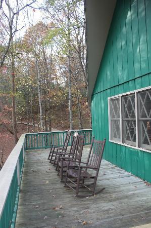 Dillard House: Porch outside cabin 