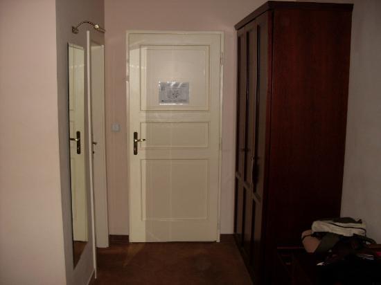 Antik City: La entrada de la habitación desde dentro