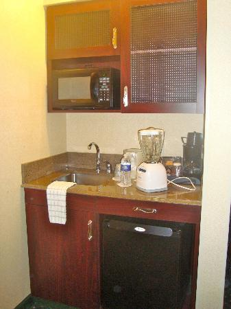 SpringHill Suites Memphis Downtown: kitchenette