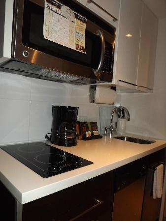 Staybridge Suites Times Square - New York City: kitchen at