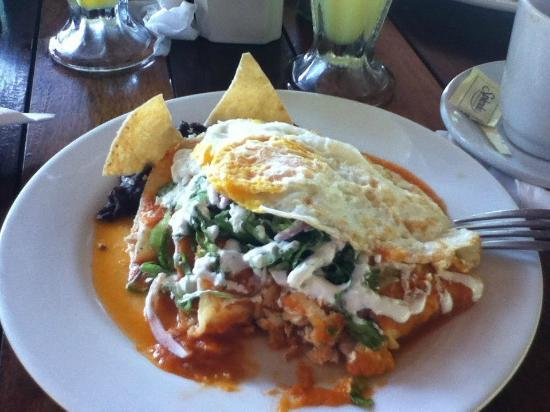 Hotel Cabanas Tulum: Chicken enchiladas, red sauce and eggs for breakfast