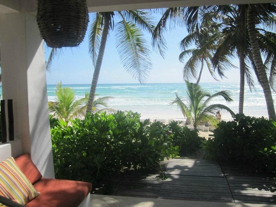 Hotel Cabanas Tulum: The view from my in laws room a beach front deluxe ground floor room
