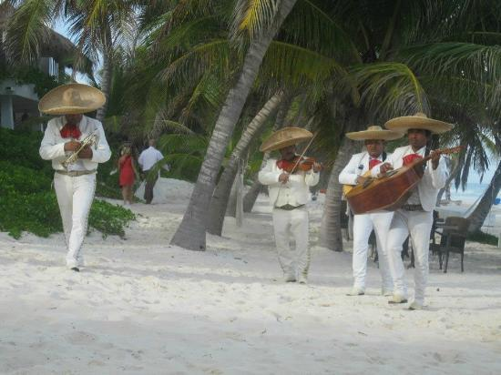 Hotel Cabanas Tulum: The mariachi band on the beach at our wedding