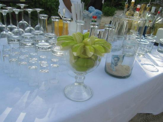 Hotel Cabanas Tulum: The open bar on the beach at our wedding