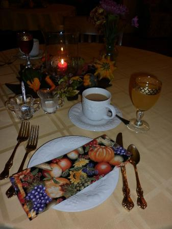 Bed & Breakfast at Oliver Phelps: Formal setting before breakfast