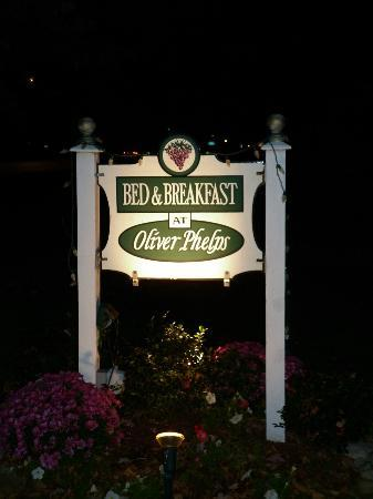 Bed & Breakfast at Oliver Phelps: Stay here!