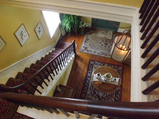 Bed & Breakfast at Oliver Phelps: Looking down to foyer