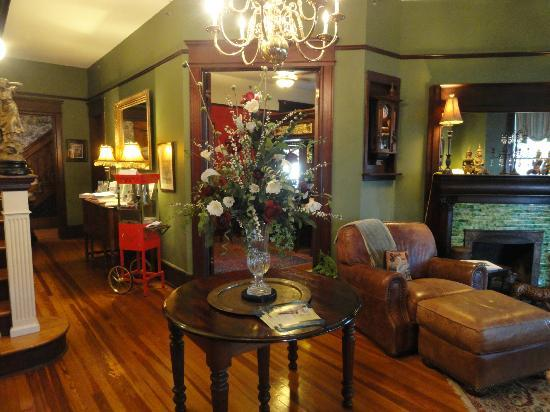 Hoyt House Inn: Foyer