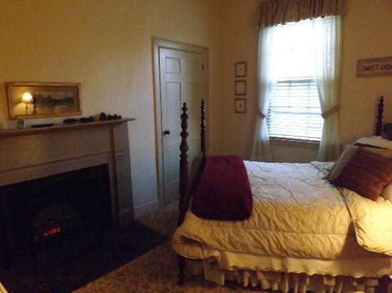 Bed & Breakfast at Oliver Phelps: Wickwood room