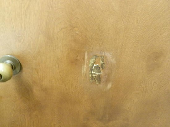 Comfort Inn St. Robert/Fort Leonard Wood: Patched punch hole in door.