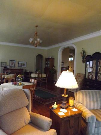 Bed & Breakfast at Oliver Phelps: Dining/common area