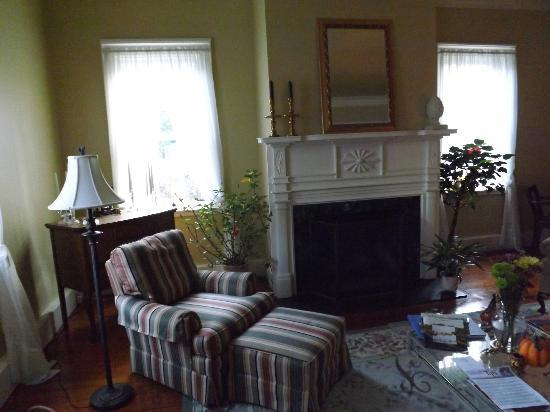 Bed & Breakfast at Oliver Phelps: Living area