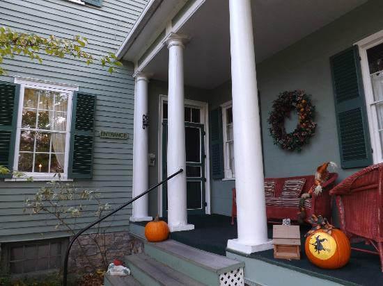 Bed & Breakfast at Oliver Phelps: Side porch