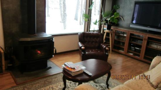 Pension & Bar Side Hill: Sitting room with fireplace