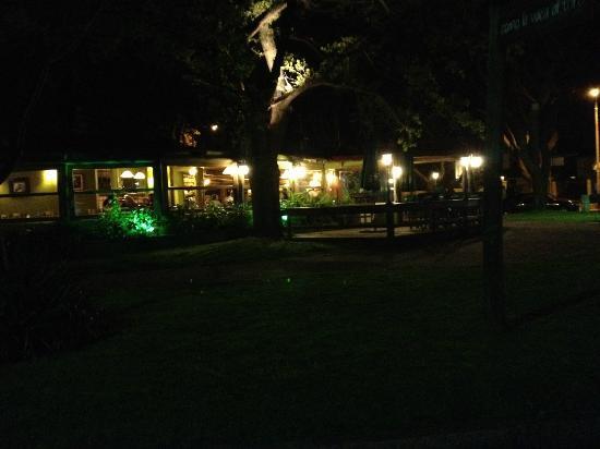 Como la Vaca al Toro: Vista nocturna del local
