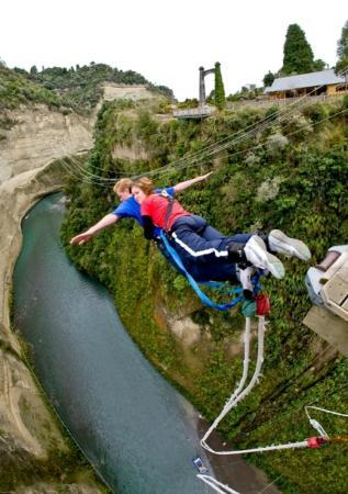 Rangitikei District, New Zealand: Gravity Canyon's bridge bungy jump at Mokai