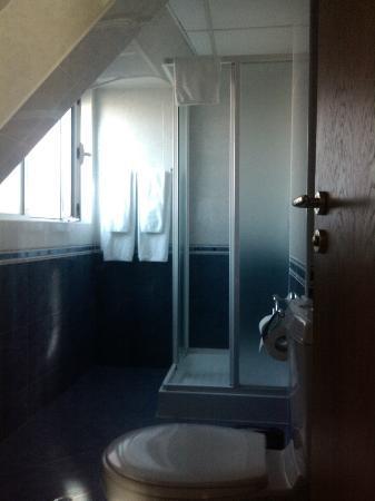 BEST WESTERN Lozenetz Hotel : bathroom with a shower cabin