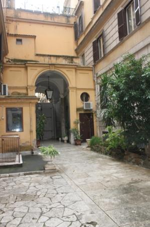 Seven Kings Relais: the lovely courtyard