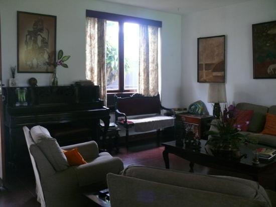 De Fonse Place: Living room