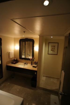 Sheraton Senggigi Beach Resort: Executive suite bathroom