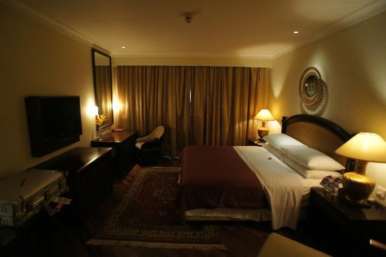 Sheraton Senggigi Beach Resort: Executive suite bedroom