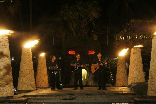 Sheraton Senggigi Beach Resort: Live band at pool area at night.