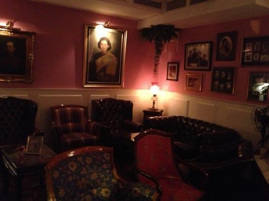 Thai House: Foyer
