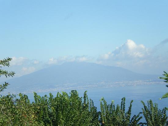 Hotel Iaccarino: Mt Versuvius from Hotel Jaccarino