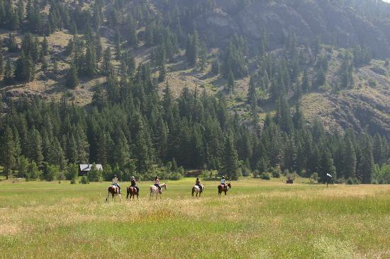 Mazama Ranch House: Riding out from the Ranch House- about 1 minute from parking lot