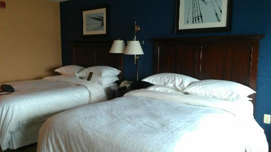 Sheraton Erie Bayfront Hotel: Double Queen Beds