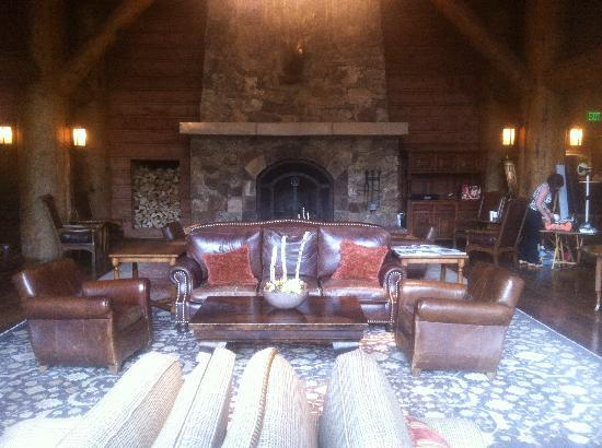 The Ritz-Carlton, Bachelor Gulch: Lobby Fireplace