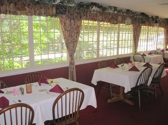Red Rocker Inn: one of the gorgeous dining rooms in the house