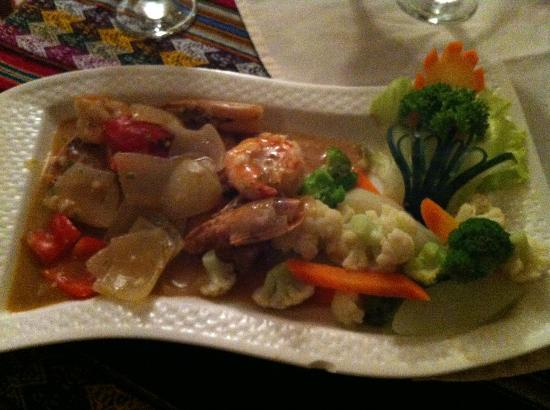 Machu Picchu: Fish dish. Great presentation!