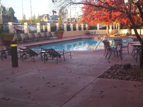 University Plaza Hotel and Convention Center: Outdoor Pool