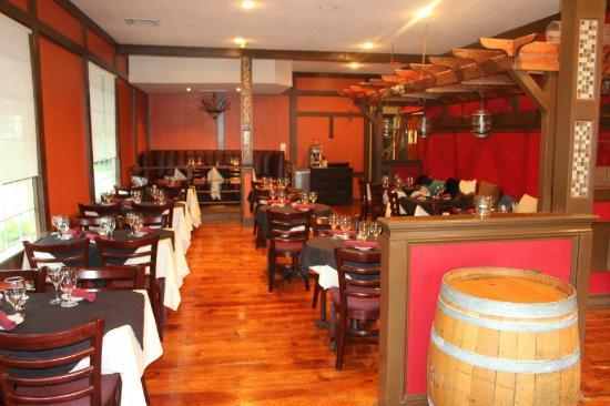 Touro Grill : Warm dining setting