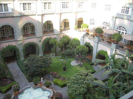Four Seasons Hotel Mexico City: Green patio - letting you forget you are in Mexico City