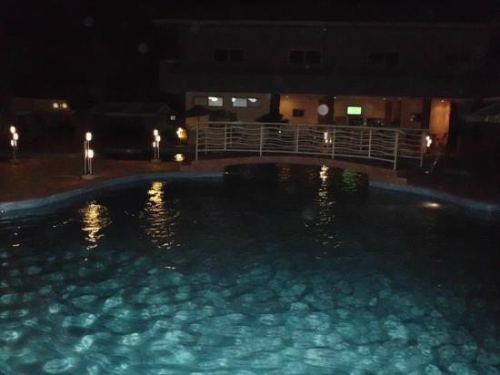 Mensvic Grand Hotel: piscina