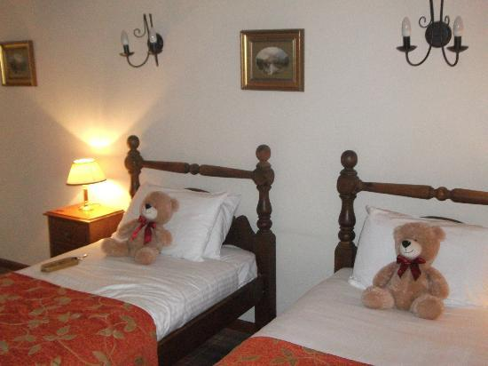 The Village Inn: Room - teddy bears a nice touch
