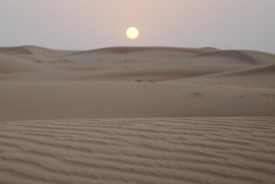 Dubai, Förenade Arabemiraten: Sunset in the desert