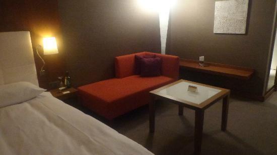 Moevenpick Hotel Zurich-Airport: ZONA DE ESTAR