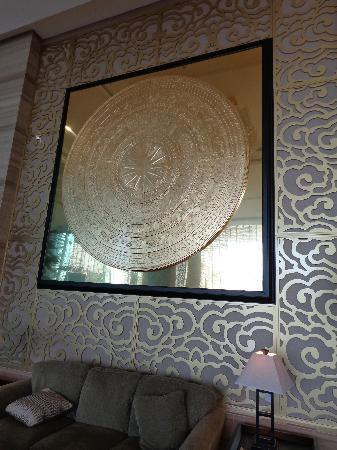 Halong Palace Hotel: at the lobby